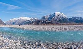 山和河秀丽风景  免版税库存图片