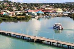 山和海岸的风景风景视图在圣约翰斯,安提瓜岛 免版税图库摄影