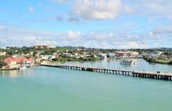 山和海岸的风景风景视图在圣约翰斯,安提瓜岛 库存照片