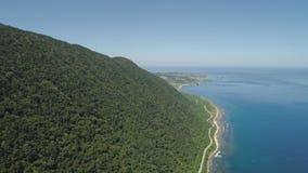 山和海洋风景看法  免版税库存图片