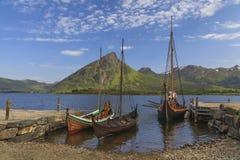 山和海湾Sognefjord在挪威 免版税图库摄影
