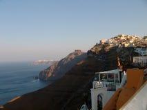 山和海视图在圣托里尼希腊 免版税图库摄影