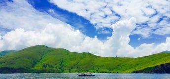 山和海洋3 免版税库存照片