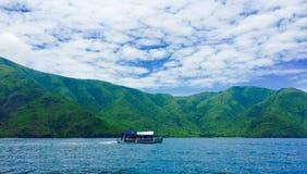 山和海洋4 免版税库存照片