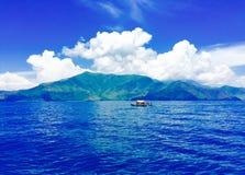 山和海洋2 免版税库存图片