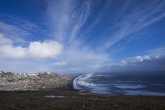 山和海洋 免版税库存图片