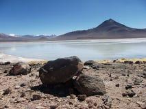 山和湖全景玻利维亚 免版税库存照片