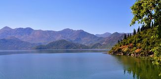 山和湖-斯库台湖 免版税库存照片