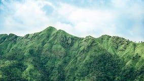 山和蓝天早晨 库存图片