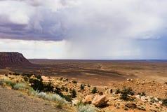 山和被隔绝的夏天雨风景视图,大理石峡谷Hwy 89 库存图片