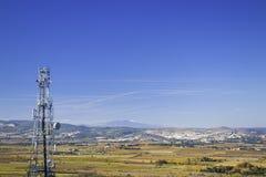 山和谷风景与无线电铁塔 库存照片