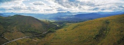 山和青山空中全景沿哥顿河 库存图片