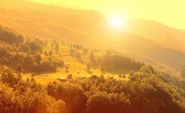 山和黑山的绿色风景 库存图片