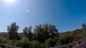 山和Aibga有电车和低云的里奇的全景 ?? 在罗莎附近滑雪场的山  免版税库存照片