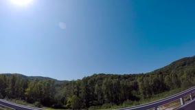 山和Aibga有电车和低云的里奇的全景 场面 在罗莎附近滑雪场的山  股票视频
