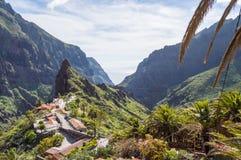 山和Masca村庄的看法在西北部的 免版税库存图片