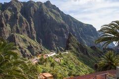 山和Masca村庄的看法在西北部的 免版税图库摄影