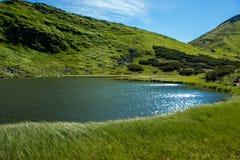 山和Mountain湖的风景 免版税图库摄影