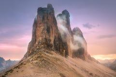 山土坎观点的Tre Cime di Lavaredo,南提洛尔,白云岩Italien阿尔卑斯 免版税库存图片