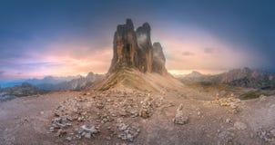 山土坎观点的Tre Cime di Lavaredo,南提洛尔,白云岩Italien阿尔卑斯 免版税图库摄影