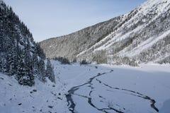 山在冬天 免版税库存图片