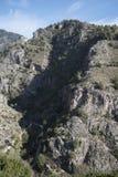 山在弗里希利亚纳在内尔哈上的一个老摩尔人村庄太阳海岸的在南西班牙 库存图片