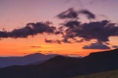山在日落的背景中 免版税图库摄影