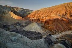 山在沙漠 免版税库存图片