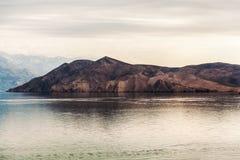 山在巴斯卡/克罗地亚的地中海 免版税图库摄影
