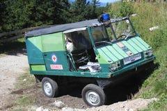 山在巴法力亚阿尔卑斯的救护车 图库摄影