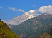 山在Hemkund sahib附近的喜马拉雅山 免版税库存图片