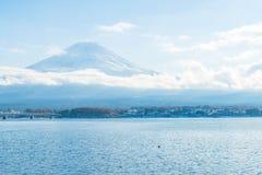 山在Kawaguchiko湖的富士圣 库存照片