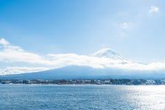 山在Kawaguchiko湖的富士圣 图库摄影
