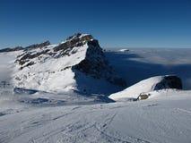 山在Titlis滑雪区 库存图片