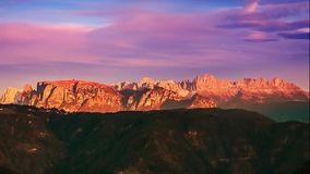 山地平线时间间隔:Schlern、Rosengarten和Latemar,东部阿尔卑斯,女低音阿迪杰,意大利 股票录像