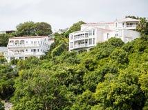 山坡别墅在热带 免版税库存图片