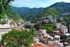 山坡村庄在意大利 免版税图库摄影