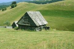 山坡的谷仓 库存照片