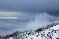 山多暴风雨的天气 库存图片