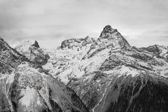 山多雪的顶层 免版税库存照片