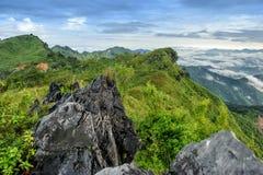 山大石头美丽的景色和地标在土井pha的晒黑 图库摄影