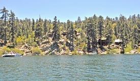 山客舱或Big Bear湖 免版税库存图片
