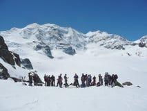 登山家准备攀登Piz帕卢 库存图片