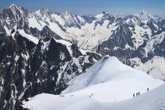登山家在法国阿尔卑斯 库存图片