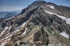 登山家在晴朗的夏日坐式下降法在华盛顿州 图库摄影