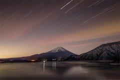 山富士和湖motosu 免版税库存照片