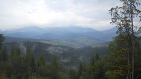 山对村庄的timelapse风景从山的顶端 股票视频