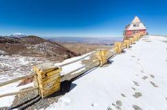 山小屋边缘观察,玻利维亚 库存照片