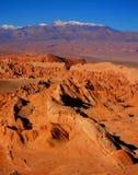 山小山离开全景智利圣佩德罗de阿塔卡马 免版税库存图片