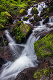 山小河和瀑布 库存图片